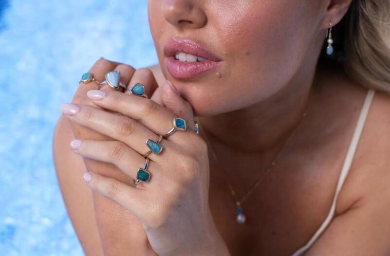 ifmheemstede Light Solid Opal oorbellen
